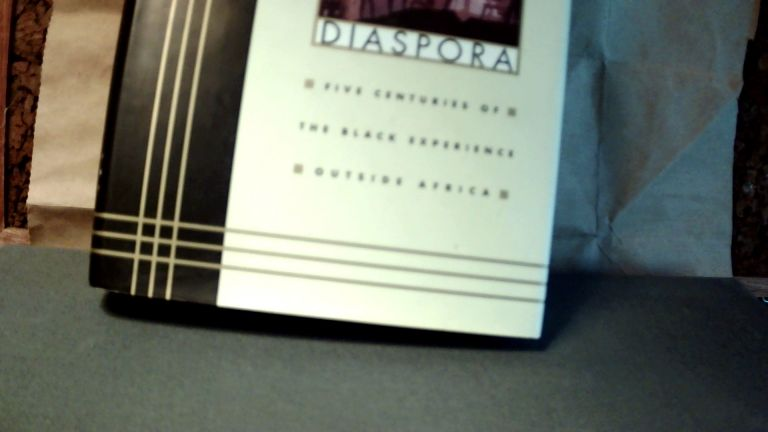 The Black Diaspora: Five Centuries of the Black Experience Outside Africa. Ronald SEGAL.