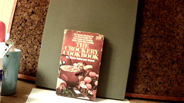 THE CROCKERY COOKBOOK. Marie HAMM, Roberson.