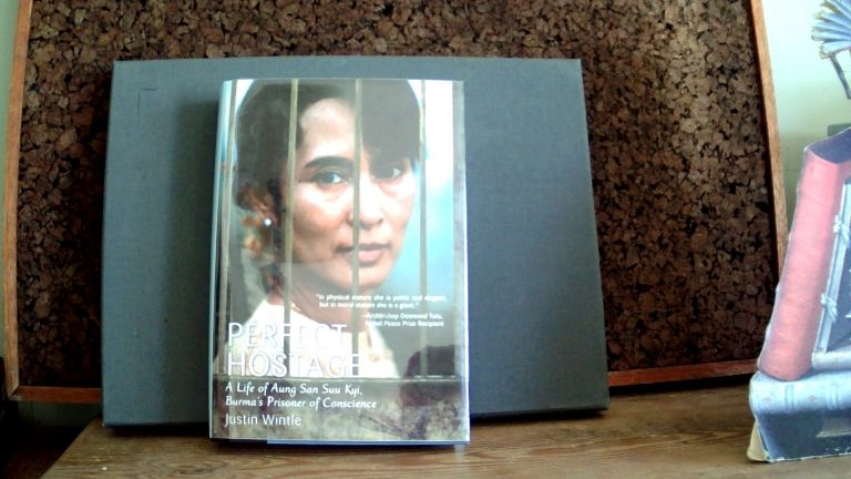 PERFECT HOSTAGE: A Life of Aung San Suu Kyi, Burma's Prisoner of Conscience. Justin WINTLE.