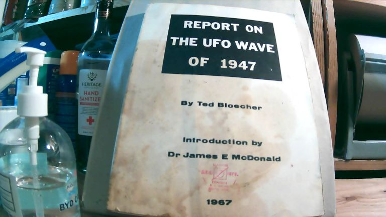 Report on the UFO Wave of 1947. Ted BLOECHER, James E. MCDONALD, introduction.
