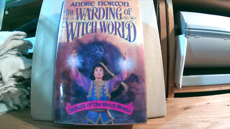 The Warding Of Witch World: Secrets Of The Witch World. Andre NORTON.