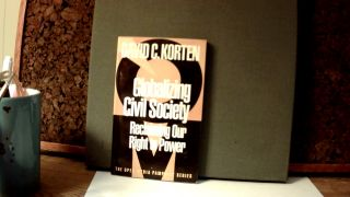 GLOBALIZING CIVIL SOCIETY: Reclaiming Our Right to Power. David C. KORTEN