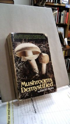 Mushrooms Demystified. David ARORA