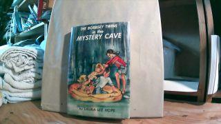 The Bobbsey Twins in the Mystery Cave. Laura Lee HOPE