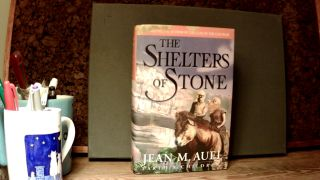 THE SHELTERS OF STONE: Earth's Children, Book 5. Jean M. AUEL